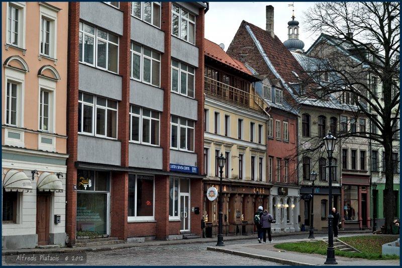 ulica Jauniela od strony płaca Domu Laukums